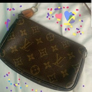 ISO LOUIS VUITTON SMALL POUCH